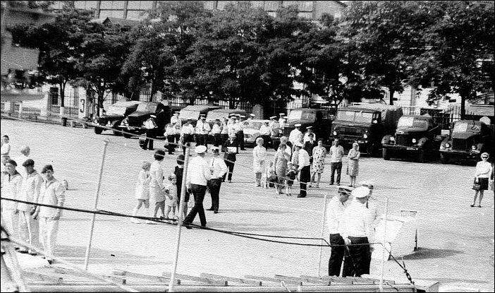 Парни на корабле голяком фото 469-40